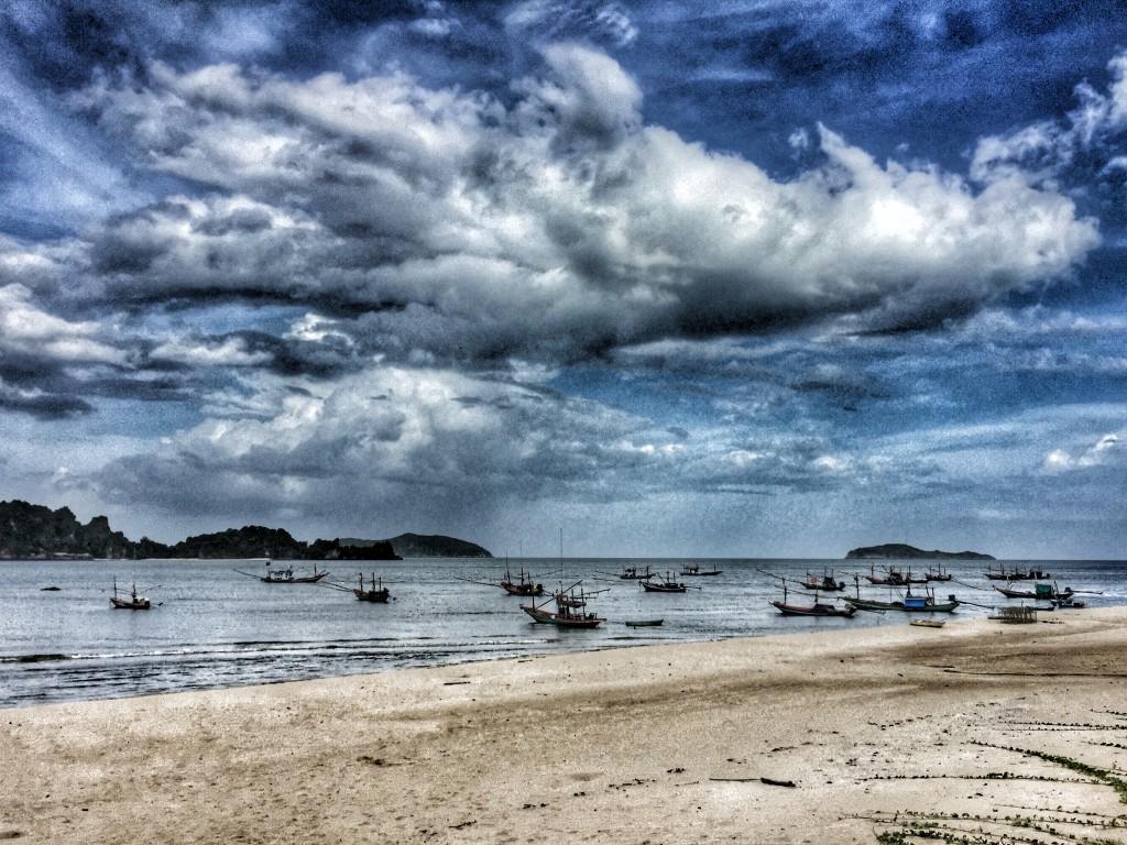 Fischerboote bei Regen, Insel, Meer, Chumphon, Thailand