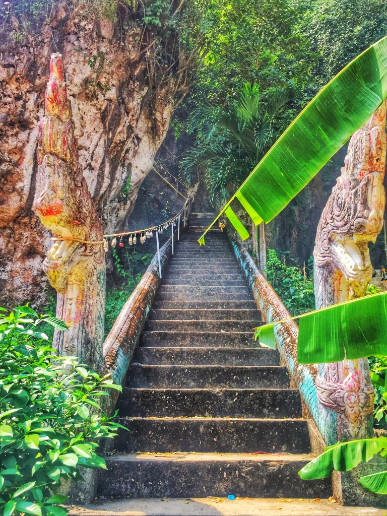 Tempelaufgang zur Höhle Chumphon Thailand