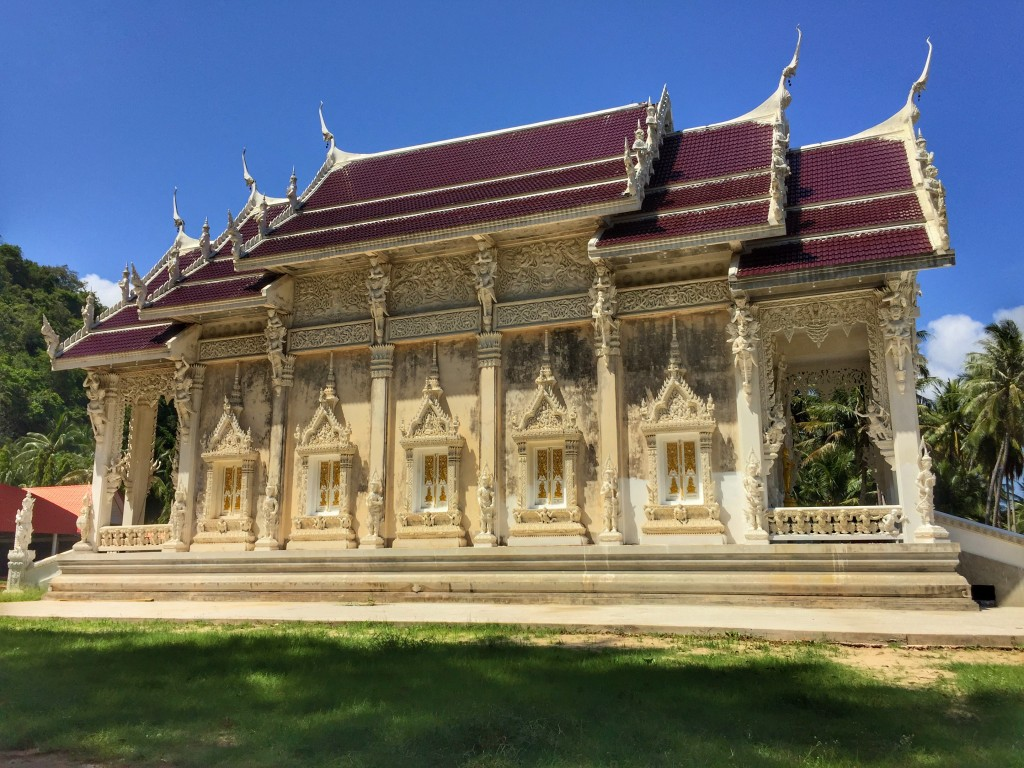 Weißer Tempel blauer Himmel in Thailand