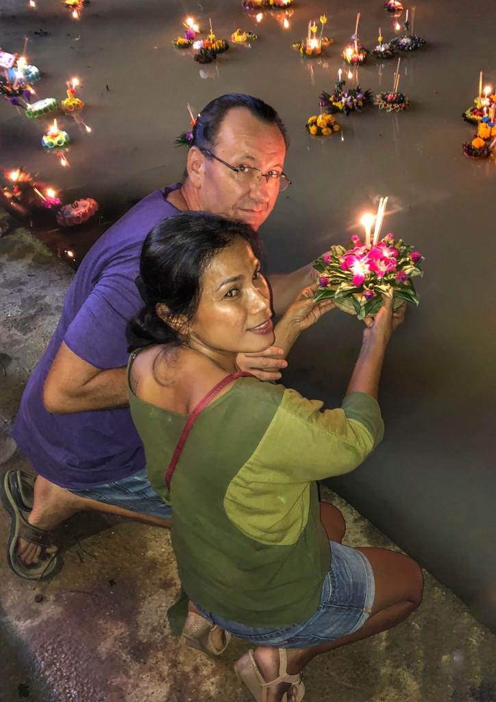 Loy Krathong Thailändisches Kerzenfest same same but different