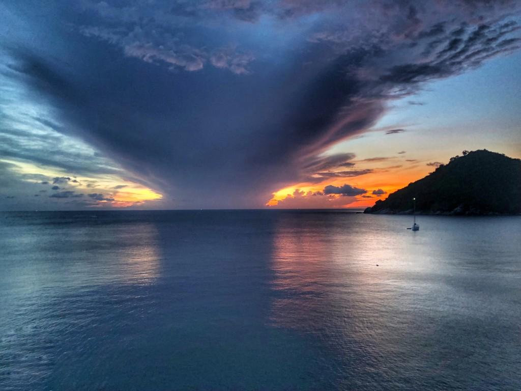 Wolkenspiele auf dem Meer Thailand