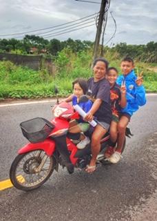 4 fahren Moped same same but different Thailand