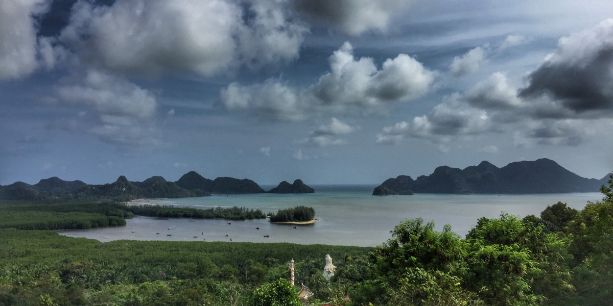 Mangroven Wolken Meer Inseln in den Tropen in Chumphon Thailand