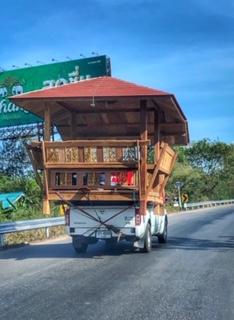 Haustransport mit Pick-up, same same but different Thailand