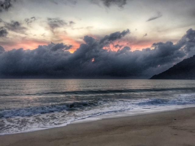 Wolkenspiel im November, Khanom, Regenzeit