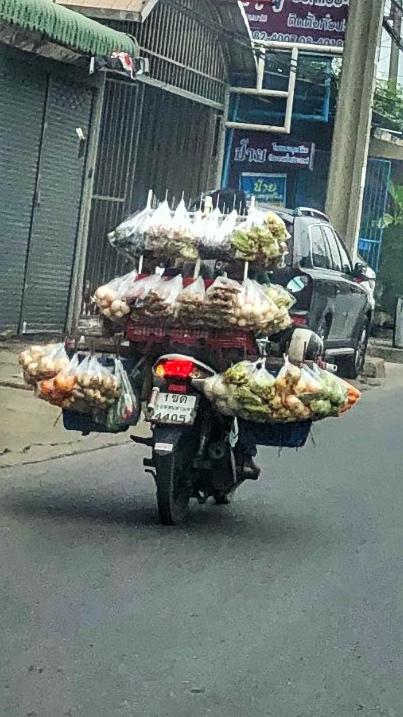 Gemüseverkäufer Moped Thailand