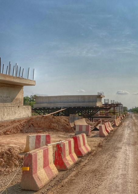 Infrastruktur Thailand Brückenbau über Gleise