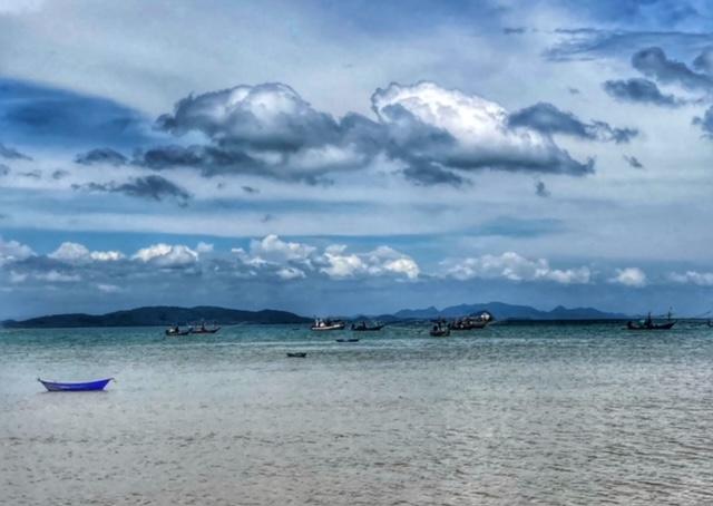 Typisches Küstenpanorama Chumphon Thailand