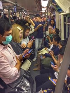 Angestellte Hochbahn Rush Hour Bangkok