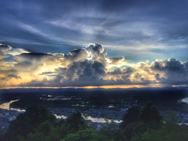 Wolkenspiel in Chumphon Thailand, Regenzeit, Monsun, tropisches Monsunklima