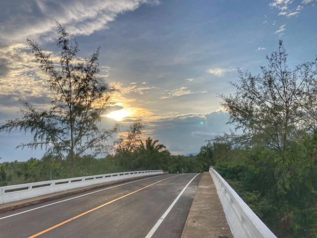 Wolkenspiel auf einer Meeresbrücke, Thailand