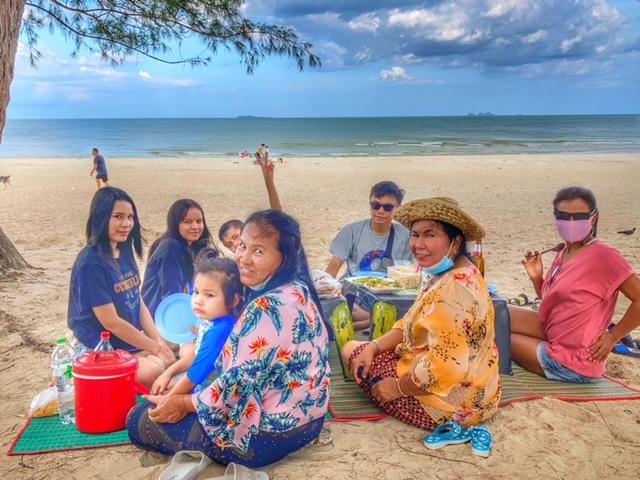 Familien Ausflug Picknick am Cabana Strand Chumphon Thailand