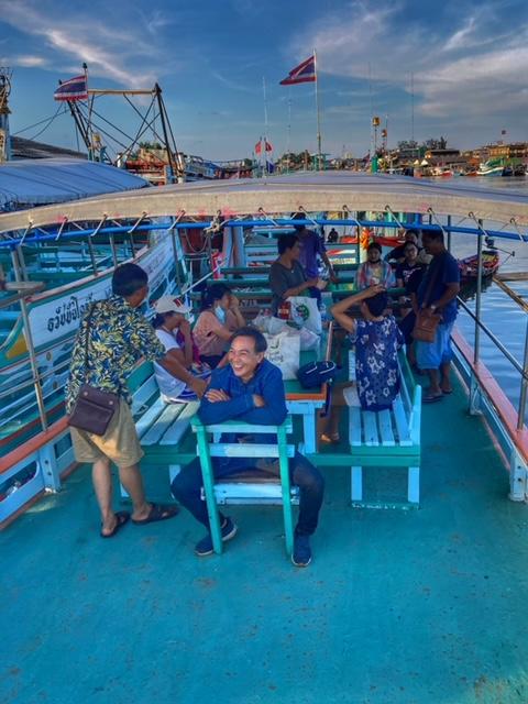 Aufbruch zum Angeln von Tintenfischen im Golf von Thailand