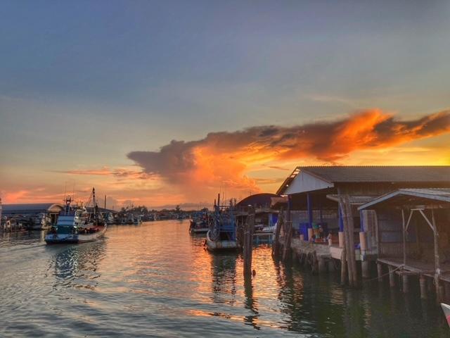 Herrliche Lichtverhältnisse Hafen Chumphon Thailand