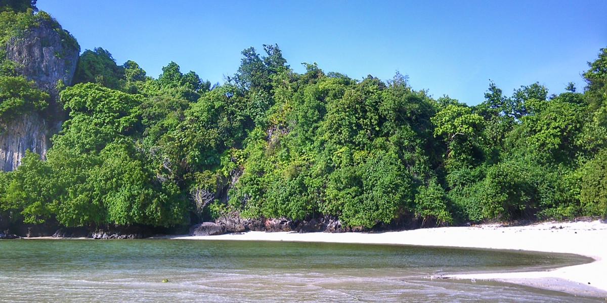Exotische Strände Chumphon Thailand, kleine Insel mit Strand