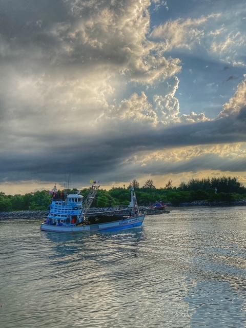 Abendstimmung Hafeneinfahrt Pak Naam Chumphon