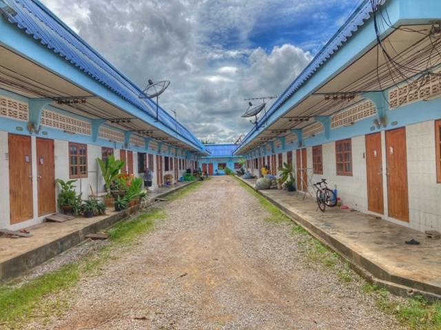 typische Reihenwohnungen in Chumphon Thailand