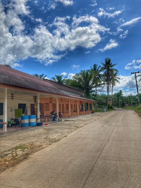 einfache Reihenmietwohnung Chumphon Thailand