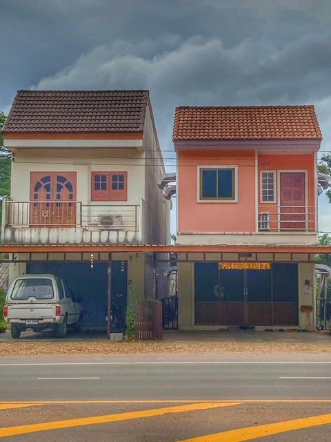 2 getrennte shophouses
